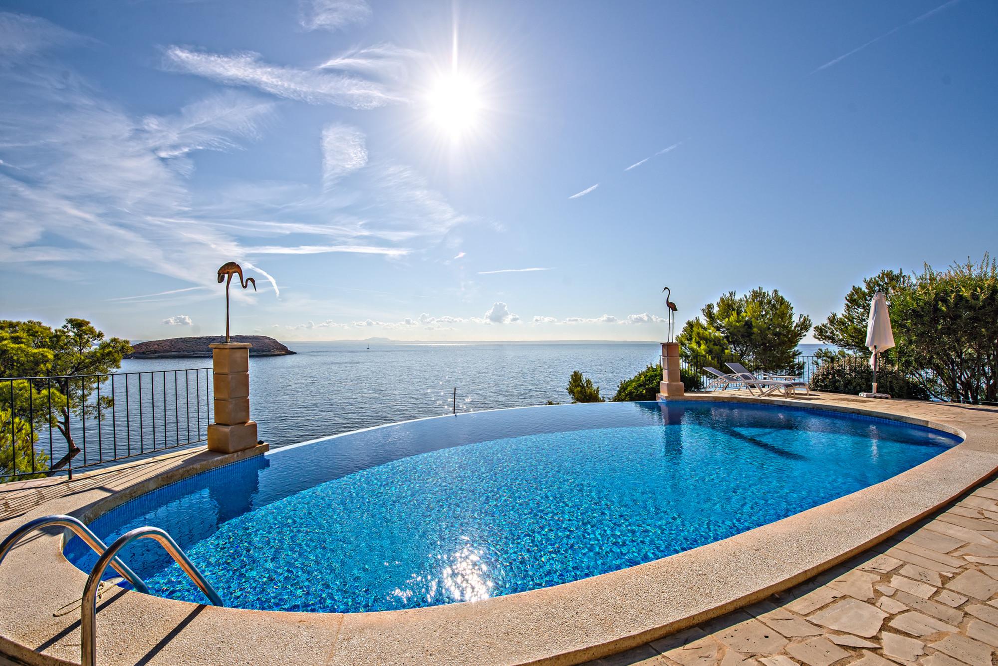 Pool-Terrasse-Mallorca-Meerblick-1.-Meereslinie-Investment